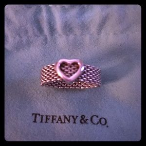 Tiffany & Co. Mesh Heart Ring. Size 6 with Pouch ✨